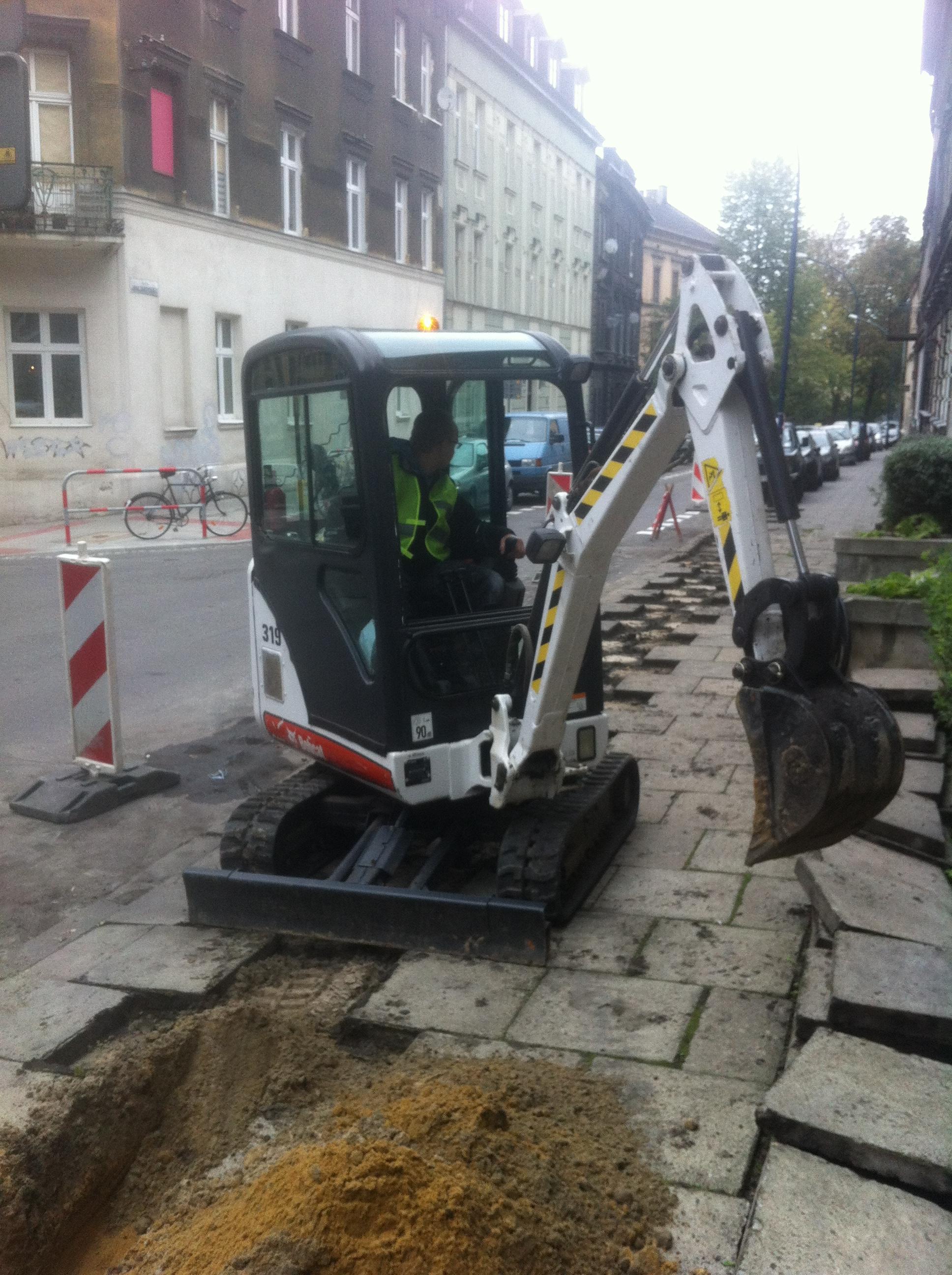 """zdjecie 11 1 - Modernizacja oświetlenia w Krakowie - Projekt """"Sowa"""" - koparka kraków"""