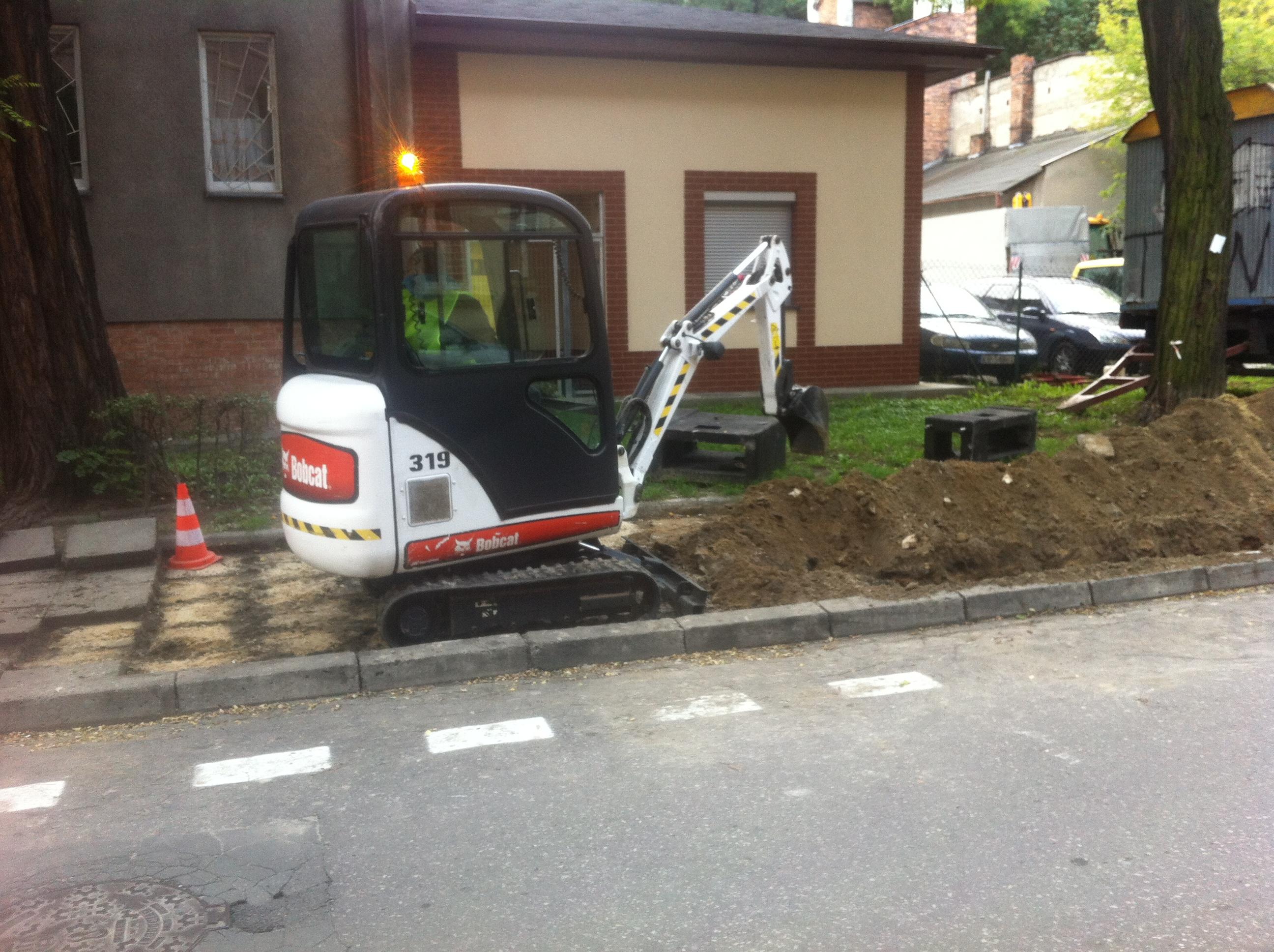 """zdjecie 133 4 - Modernizacja oświetlenia w Krakowie - Projekt """"Sowa"""" - koparka kraków"""