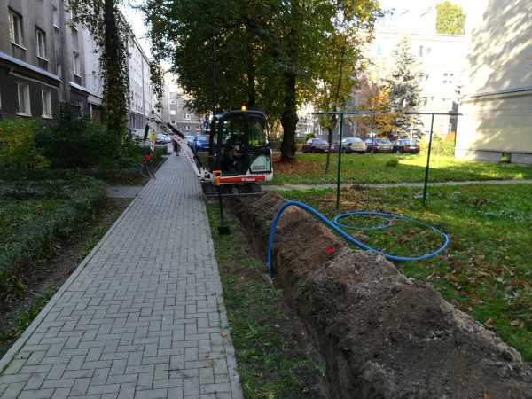 IMG 20171017 094543 600x450 - Modernizacja oświetlenia na terenie Miasta Krakowa. - koparka kraków
