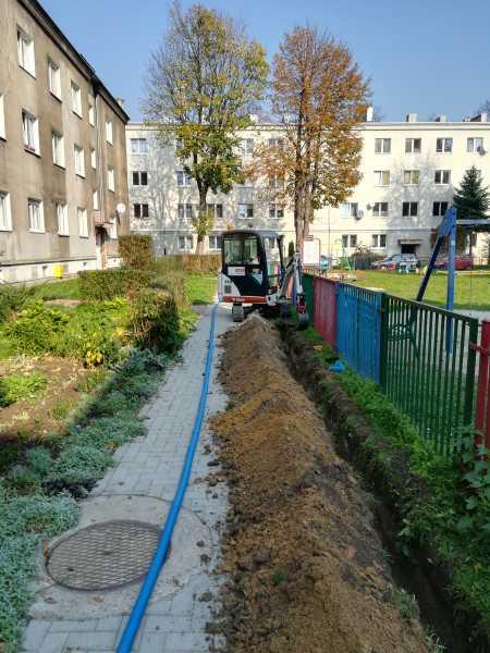 IMG 20171019 115446 450x600 - Modernizacja oświetlenia na terenie Miasta Krakowa. - koparka kraków