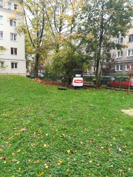 IMG 20171023 111418 450x600 - Modernizacja oświetlenia na terenie Miasta Krakowa. - koparka kraków