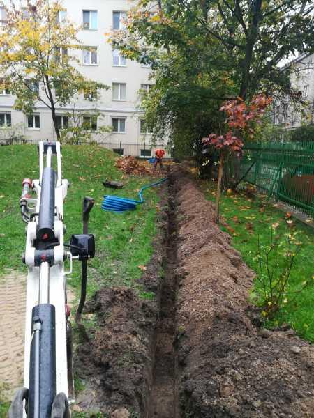 IMG 20171023 120159 450x600 - Modernizacja oświetlenia na terenie Miasta Krakowa. - koparka kraków