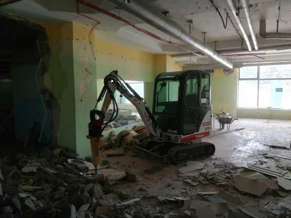 IMG 20180403 140840 600x450 - Roboty wyburzeniowe Hotel Mercure Zakopane - koparka kraków