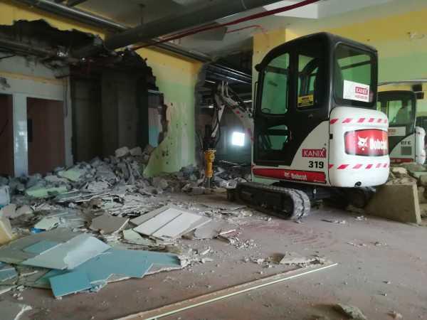 IMG 20180403 140900 600x450 - Roboty wyburzeniowe Hotel Mercure Zakopane - koparka kraków