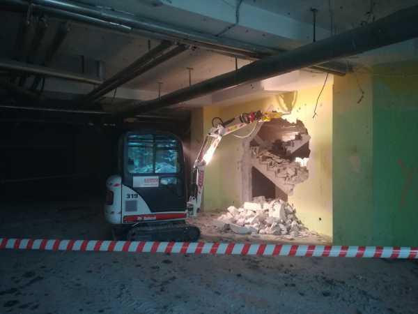 IMG 20180406 084536 600x450 - Roboty wyburzeniowe Hotel Mercure Zakopane - koparka kraków