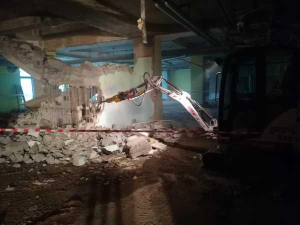 IMG 20180406 093038 600x450 - Roboty wyburzeniowe Hotel Mercure Zakopane - koparka kraków