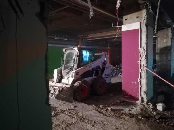IMG 20180406 093211 600x450 - Roboty wyburzeniowe Hotel Mercure Zakopane - koparka kraków