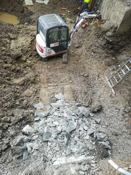 IMG 20180511 121805 450x600 - Roboty wyburzeniowe Hotel Mercure Zakopane - koparka kraków