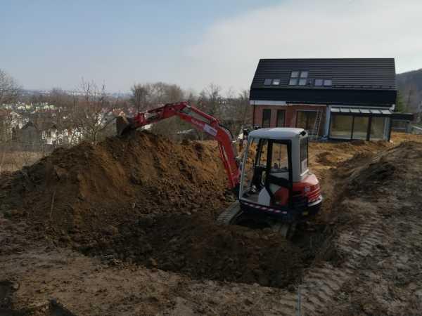 2 600x450 - Wola Justowska Kraków –realizacja niwelacji terenu - koparka kraków