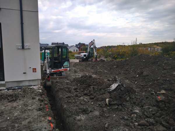 3 3 600x450 - Roboty ziemne na terenie nowo powstającego osiedla - Kraków ul. Trockiego - koparka kraków