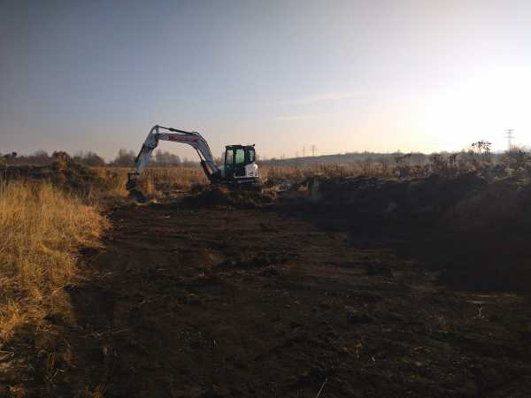 DSC 0096 600x450 - Roboty ziemne na terenie nowo powstającego osiedla - Kraków ul. Trockiego - koparka kraków