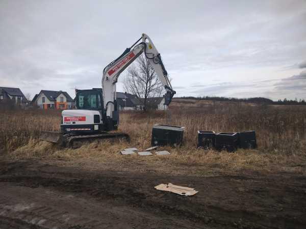 DSC 0143 600x450 - Roboty ziemne na terenie nowo powstającego osiedla - Kraków ul. Trockiego - koparka kraków
