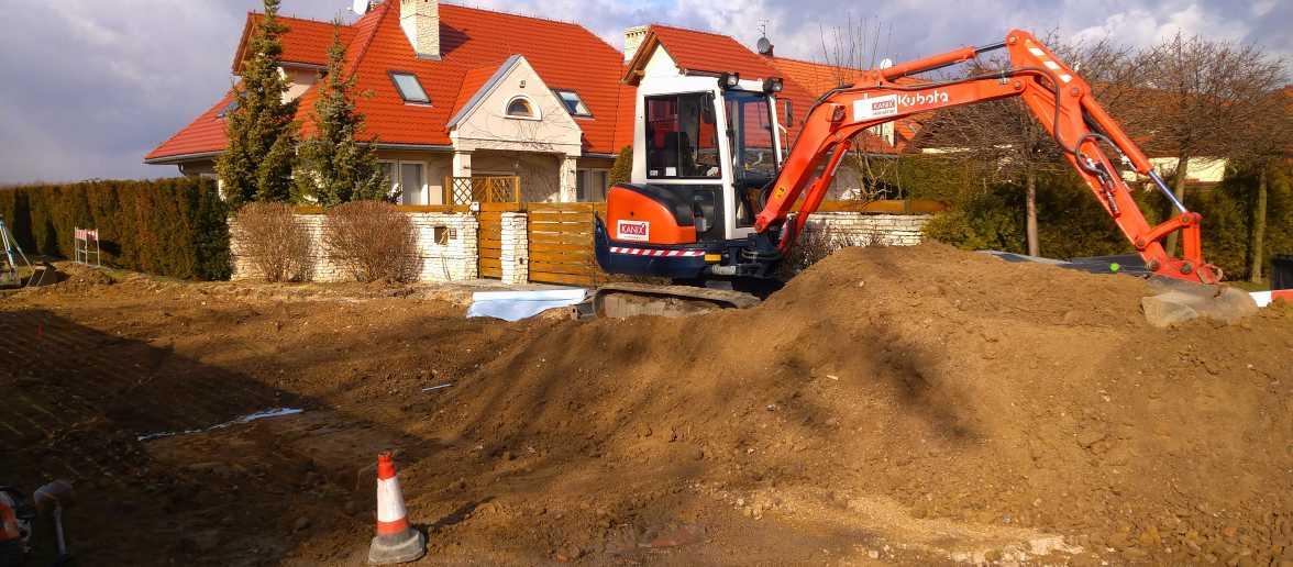 DSC 0146 1176x516 - Realizacja robót ziemnych oraz podbudowy pod drogę w Michałowicach - koparka kraków