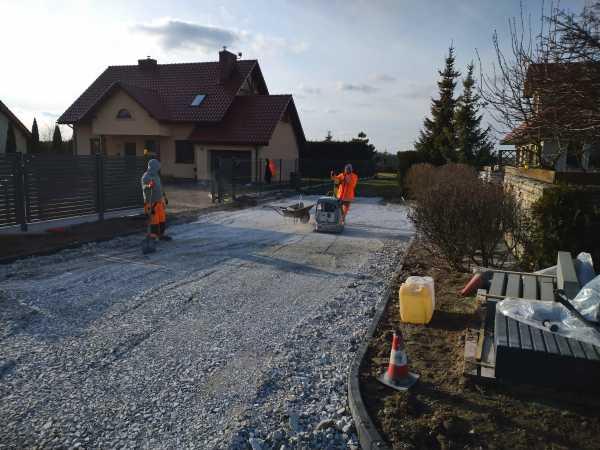 DSC 0154 600x450 - Realizacja robót ziemnych oraz podbudowy pod drogę w Michałowicach - koparka kraków