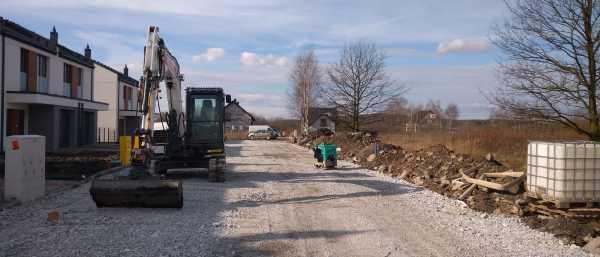 IMG 20200219 WA0002 600x257 - Wykonanie tymczasowej drogi dojazdowej do osiedla Kraków- Sidzina - koparka kraków