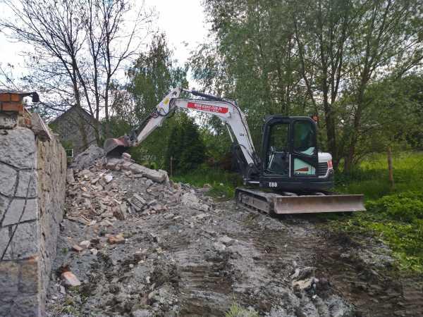 DSC 0312 600x450 - Wyburzenie budynku mieszkalnego na Woli Justowskiej w Krakowie - koparka kraków