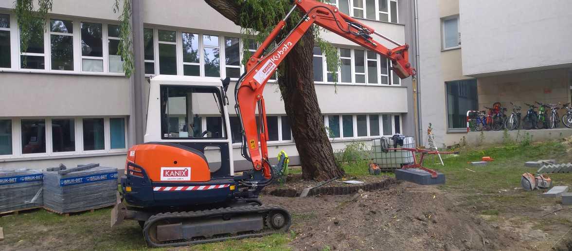 1 1176x516 - Wykonanie robót ziemnych na terenie kompleksu biurowego KRAKBUD - koparka kraków