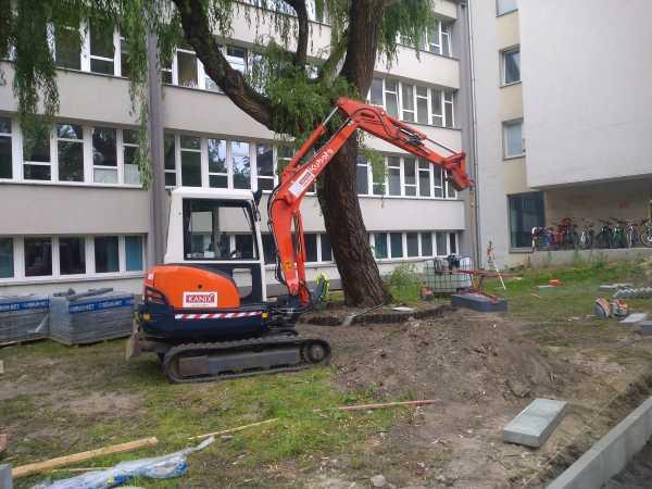 1 600x450 - Wykonanie robót ziemnych na terenie kompleksu biurowego KRAKBUD - koparka kraków