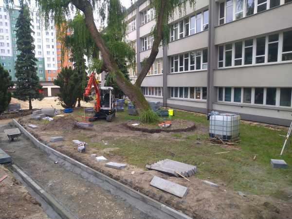 DSC 0334 600x450 - Wykonanie robót ziemnych na terenie kompleksu biurowego KRAKBUD - koparka kraków