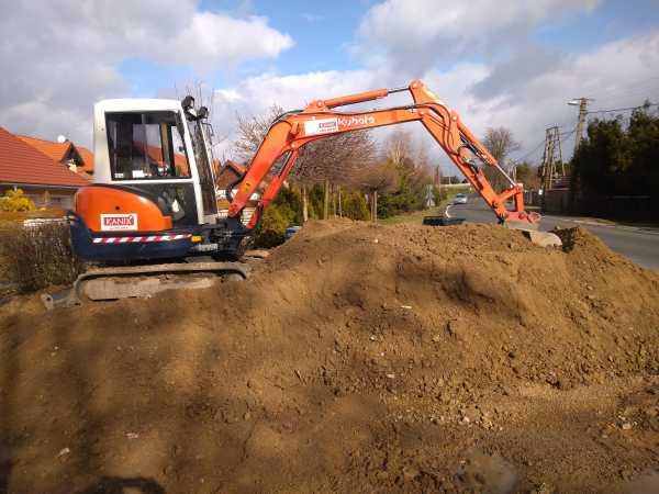 DSC 0145 600x450 - Realizacja robót ziemnych oraz podbudowy pod drogę w Michałowicach - koparka kraków