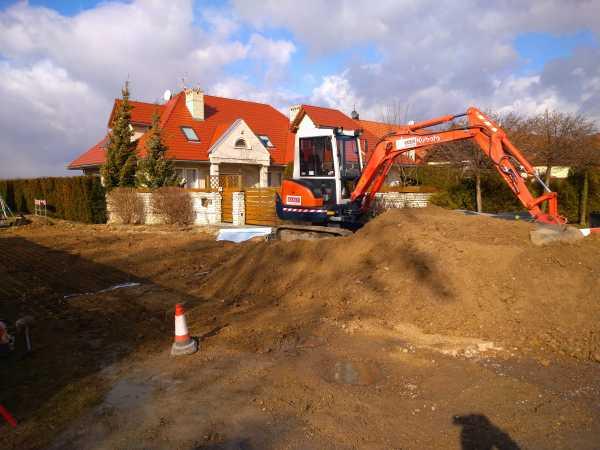 DSC 0146 600x450 - Realizacja robót ziemnych oraz podbudowy pod drogę w Michałowicach - koparka kraków
