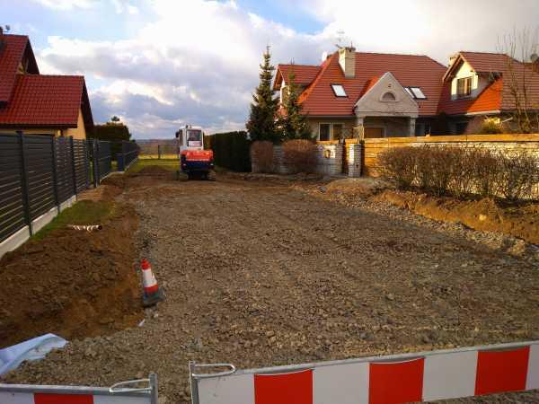 DSC 0148 600x450 - Realizacja robót ziemnych oraz podbudowy pod drogę w Michałowicach - koparka kraków