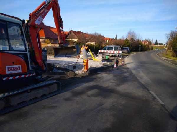 DSC 0152 600x450 - Realizacja robót ziemnych oraz podbudowy pod drogę w Michałowicach - koparka kraków