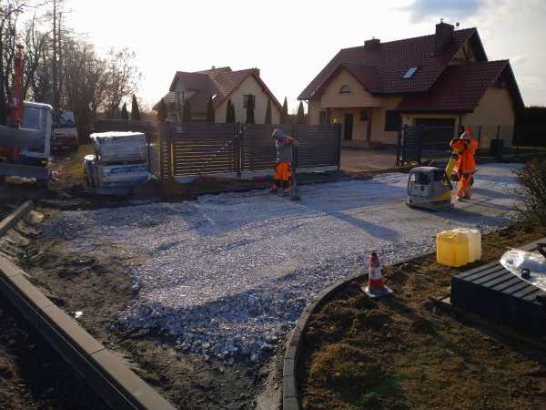 DSC 0153 600x450 - Realizacja robót ziemnych oraz podbudowy pod drogę w Michałowicach - koparka kraków