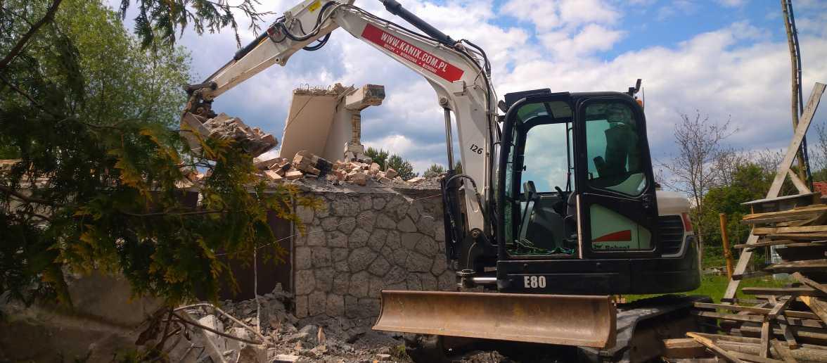 1 1176x516 - Wyburzenie budynku mieszkalnego na Woli Justowskiej w Krakowie - koparka kraków
