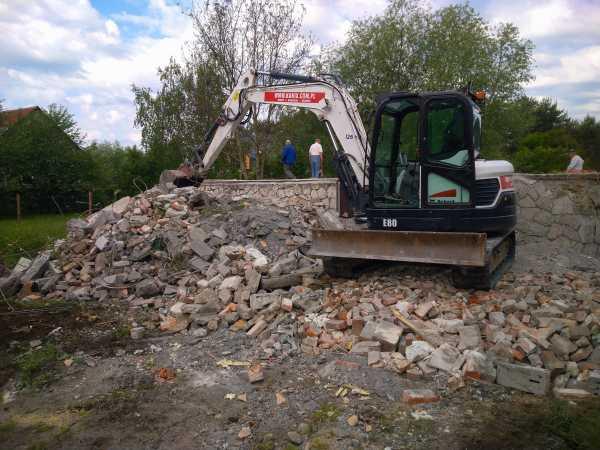 DSC 0321 600x450 - Wyburzenie budynku mieszkalnego na Woli Justowskiej w Krakowie - koparka kraków
