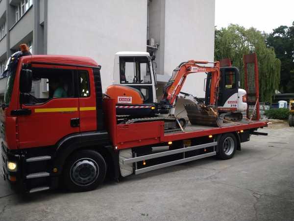DSC 0370 600x450 - Wykonanie robót ziemnych na terenie kompleksu biurowego KRAKBUD - koparka kraków