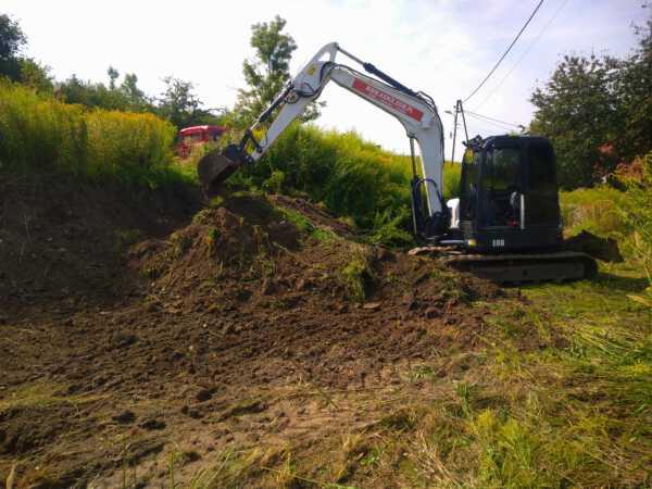 DSC 0701 600x450 - Roboty ziemne w Iwanowicach Dworskich. - koparka kraków