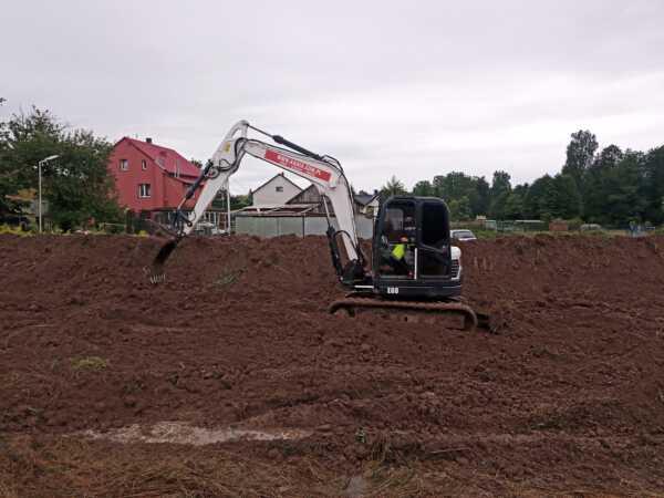 IMG 20210817 102533 600x450 - Roboty ziemne w Iwanowicach Dworskich. - koparka kraków